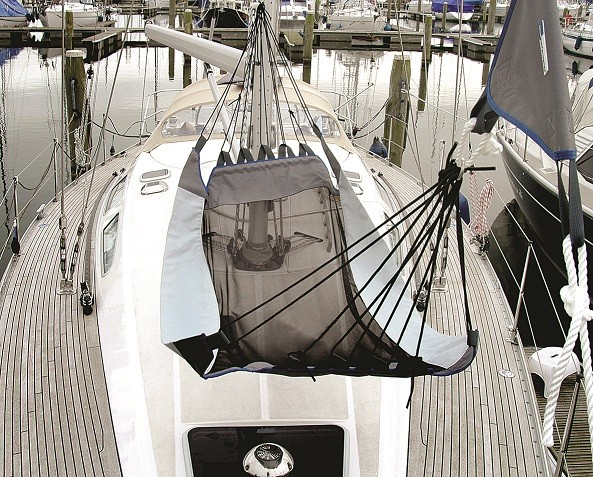 Hammock with forestay suspension